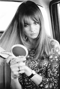 Jean Shrimpton mid-lenght and fringe