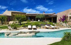 Das Petra Segreta Resort and Spa befindet sich in San Pantaleo und wird von sardinien-spezialist.de als außergewöhnliches Hotel in mitten der Natur präsentiert.