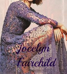 Jocelyn Fray era una donna dal fisico snello e dici, coi capelli leggermente più scuri e molto più lunghi di quelli di Clary città di ossa