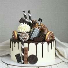 Banana and pecan cake - HQ Recipes Candy Cakes, Cupcake Cakes, Drippy Cakes, Liquor Cake, Bolos Naked Cake, 21st Birthday Cakes, Birthday Wishes, Bolo Cake, Pecan Cake
