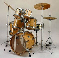 The Stagg Junior Drum Kit in black or red is ideal for children from the age of five to 10 years. Music X, Music Stuff, Indie Music, Soul Music, Rogers Drums, Acoustic Drum, Neil Peart, Vintage Drums, Jazz Funk