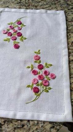 Getting to Know Brazilian Embroidery - Embroidery Patterns Embroidery Floss Crafts, Hand Embroidery Design Patterns, Towel Embroidery, Hand Embroidery Videos, Hand Embroidery Flowers, Hand Work Embroidery, Flower Embroidery Designs, Creative Embroidery, Hand Embroidery Stitches