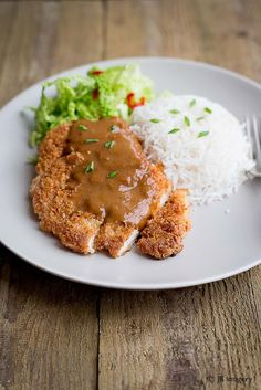 Japanese Chicken Katsu Curry How many of you love to eat at Wagamama's? Their food has become so popular but one dish that seems to stand out is their Chicken Katsu Curry. It's crispy breaded chicken served with s. Katsu Curry Recipes, Katsu Curry Sauce Recipe, Japanese Chicken, Japanese Food, Japanese Curry, Breaded Chicken, Crispy Chicken, Fat Burning Foods, Asian Recipes