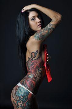 http://goodmornink.com/2012/12/14/lisa-zee-squid-medusa-tattoo/