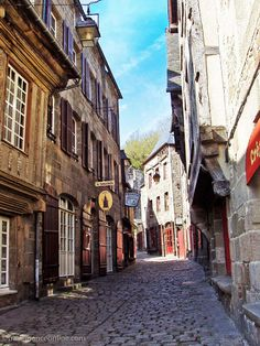 Rue du Jerzual in the medieval walled city of #Dinan #Brittany #France