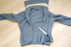 Upcycling instructions: from sweater to cardigan - upcycling kleidung Diy Clothes Refashion, Sweater Refashion, T Shirt Yarn, Diy Shirt, Textiles, Pullover Upcycling, Alter Pullover, Altering Clothes, Sewing Hacks