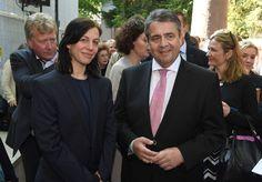Bundesaußenminister Sigmar Gabriel hat den deutschen Pavillon auf der Kunst-Biennale in Venedig eröffnet und sich gegen nationale Abgrenzungen ausgesprochen