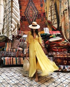 I didn't know I needed a rug until I walked around downtown Marrakech. 😂🙌🏼💯🙋🏻♀️ Shop the look with the… Morocco Fashion, Boho Fashion, Girl Fashion, Fashion Outfits, Dubai Fashion, Vacation Outfits, Summer Outfits, Looks Hippie, Estilo Country