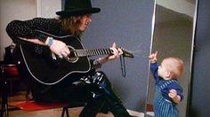 Andy McCoy antoi vuonna 1988 harvinaisen, perhe-elämäänsä kurkistavan haastattelun Ylen Anna palaa -ohjelmalle.