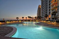 Silver Beach Towers features two to five bedroom fully-equipped luxurious condos and penthouses right on the beach in Destin, Florida.