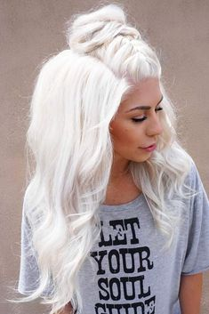50 Platinum Blonde Hair Shades and Highlights for 2019 Try platinum blonde hair shade if you want to stand out from the crowd. This color is so eye-catching. See our collection of platinum blonde looks. Ice Blonde Hair, Platinum Blonde Hair Color, Blonde Hair Shades, Icy Blonde, White Blonde, White Hair, White Ombre, Platnium Blonde Hair, Silver Platinum Hair