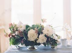 If there's one truth I know for certain, it's that Jen Huang and Poppies & Posies are magical - especially when they team up together. This stylish dinner party. Table Arrangements, Floral Arrangements, Wedding Bouquets, Wedding Flowers, Flower Centerpieces, Centrepieces, Wedding Images, Wedding Ideas, Poppies
