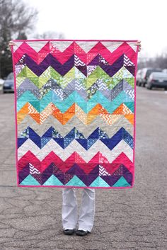Half Sqaure Triangles from Noodlehead I want this. I love old quilts! Cute Quilts, Baby Quilts, Heart Quilts, Scrappy Quilts, Quilting Projects, Sewing Projects, Quilting Ideas, Sewing Ideas, Art Projects