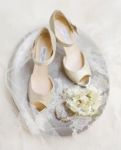 Out Of Style, Wedding Shoes, Wedding Details, Jimmy Choo, Going Out, Classic, Instagram Posts, Pretty, Beautiful