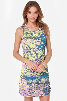 Showing up in the Lavand First Impressionist Print Dress is a stylish way to put your best foot f...