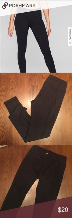 Athleta mid-rise salutation 7/8 legging Great condition. Only piling is on inside waist band as shown in pics. Always washed in cold and laid flat to dry Athleta Pants Leggings