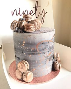Rose gold and Gray ! 💥 Vanilla cake with salted caramel filling. Cute Birthday Cakes, Beautiful Birthday Cakes, 18th Birthday Cake, Gorgeous Cakes, Pretty Cakes, Amazing Cakes, Cute Desserts, Cake Decorating Supplies, Just Cakes