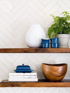Country-style open shelves {PHOTO: Donna Griffith}