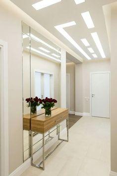 Giant mirror behind desk? Mirror Design Wall, Home Room Design, Ceiling Design Modern, Luxury Living Room, Living Room Designs, Home Entrance Decor, Home Decor, House Interior, Interior Wall Design