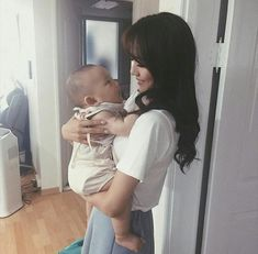 Baby Image in a family collection by on We Heart It Cute Asian Babies, Korean Babies, Asian Kids, Cute Babies, Dad Baby, Mom And Baby, Baby Kids, Ulzzang Kids, Ulzzang Couple