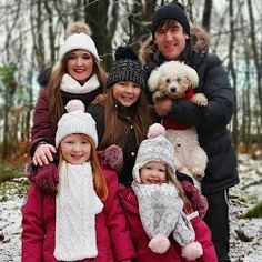 Our family. Family Of Five, Foto Shoot, 2017 Photos, Friend Photos, Cute Photos, Family Christmas, Youtubers, Winter Hats, Teddy Bear