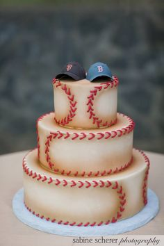 Cool baseball cake for boys age 1 - Also a great idea for a Groom's cake at the right wedding. Fancy Cakes, Cute Cakes, Pretty Cakes, Beautiful Cakes, Amazing Cakes, Pink Cakes, Baseball Wedding Cakes, Baseball Party, Baseball Grooms Cake