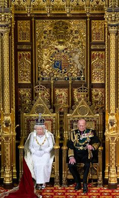 Britain's Queen Elizabeth II delivers her speech next to Prince Phillip, Duke of Edinburgh during the State Opening of Parliament on May 2013 in London, England. Queen Elizabeth II unveils the. Get premium, high resolution news photos at Getty Images Hm The Queen, Her Majesty The Queen, King Queen, Prinz Philip, English Royal Family, Casa Real, Queen Of England, Queen Mother, English Royalty