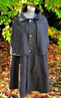 Le capet de Bigorre en pure laine avec sur-cape et capuchon, il s'agit d'une version courte de l'authentique Cape de Berger, parfois trop encombrante pour un usage urbain. (Le Capet peut également se confectionner sur mesure). Capes, Bleu Marine, Pulls, High Neck Dress, Authentique, Shirt Dress, Costumes, Shirts, Shopping