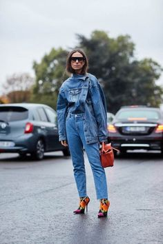 See all the most covetable street style looks from Paris Fashion Week. Spring Street Style, Street Style Looks, Doble Denim, Denim Fashion, Fashion Outfits, Fashion Fashion, Fashion Tips, Amo Jeans, Mode Cool