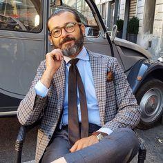 ottomarchesi: Un po' di grigio! Business Casual Attire, Business Dresses, Suit Fashion, Mens Fashion, Bon Look, Light Grey Suits, La Mode Masculine, Checked Blazer, Men Street