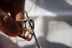 Virkattu tölkkinipsulaukku ja -vyö – Katso ohjeet – Anna&Ellit Pop Tabs, Arrow Necklace, Knit Crochet, Anna, Sewing, Knitting, Jewelry, Fashion, Moda