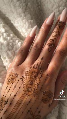 Simple Hand Henna, Tribal Henna Designs, Pakistani Henna Designs, Unique Henna, Latest Henna Designs, Simple Henna Tattoo, Easy Henna, Henna Tattoo Designs Simple, Henna Tattoo Hand