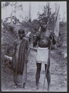 De radja en njora van Honitetoe op Ceram, voor 1920