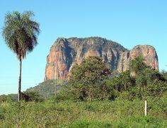 El Cerro Ysau es uno de sus atracciones mayores pues cuenta con numerosas inscripciones rupestres. Los cerros de extrañas formaciones perduran hasta el día de hoy apenas explorados. En la región oeste del Parque Cerro Corá, el conjunto del Cerro Sarambi es una de las regiones mejor conservadas y protegidas. En cuanto a la fauna, no resultaría extraño en una excursión rentada, encontrarnos con animales autóctonos, entre ellos ñandúes desplazándose libremente por la llanura.