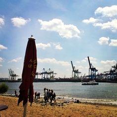 Da wird der Elbstrand zur Copacabana...warum die #strandperle mein #Lieblingsplatz in #Hamburg ist könnt ihr in meinem neuesten #Blog Post auf www.mylovelyhamburg.me erfahren! ☺❤⚓ #ahnma  #ilovehamburg #deichkind #igershamburg