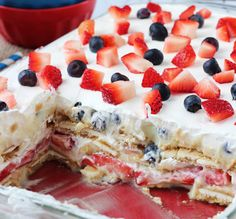 Celebrate this of July with these patriotic recipes that will wow your guests! There are of July food ideas for desserts, appetizers, drinks & 4th July Food, 4th Of July Cake, 4th Of July Desserts, 4th Of July Party, Holiday Desserts, Fourth Of July, Strawberry Blueberry, Blueberry Cheesecake, Cheesecake Dip