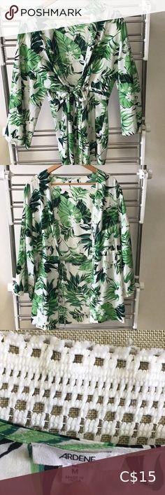 Ardene green and white kimono type top Ardene green and white kimono with adjustable tie. Flowers and leaves pattern. White Kimono, Plus Fashion, Fashion Tips, Fashion Trends, Top Colour, Leaves, Tie, Shape, Green