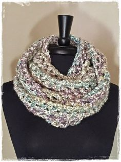 Chunky cowl with Lion Brand Homespun yarn. Easy cowl scarf crochet pattern.