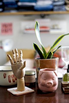 Feng Shui Fixed My Bedroom - Man Repeller Budget Bedroom, Bedroom Decor, Bedroom Ideas, Feng Shui For Beginners, Apartment With Roommates, Feng Shui Garden Design, How To Feng Shui Your Home, Student Room, Tabletop Fountain