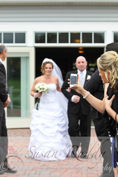 unplugged weddings ~ don't let your guests ruin your professional photos!