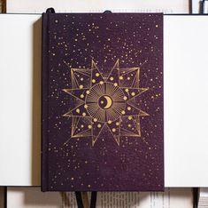 Criamos a coleção de papelaria mais cósmica de todas! ✨Inspirada nós brilhos do cosmos na astrologia e astronomia Celeste tem cadernos,…