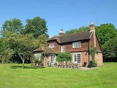 £126 sleeps 12, Arundel, Sussex - Not available in Aug