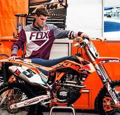 Ryan Dungey ♥My favorite motocross rider! Motorcross Bike, Motocross Riders, Ryan Dungey, Monster Energy Supercross, Bike Rider, Fox Racing, Dirtbikes, Motorcycle Outfit, Sports Stars