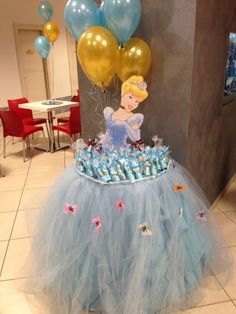 Party decorations princess birthday New ideas Disney Princess Birthday Party, Cinderella Birthday, Girl Birthday, Cake Birthday, Disney Princess Cakes, Princess Favors, Cinderella Theme, Birthday Crowns, Birthday Party Tables