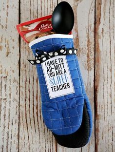 Sweet Teacher Oven Mitt from Eighteen 25 and 31 Homemade Christmas Gift Ideas on Frugal Coupon Living.