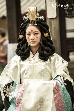 Korean Traditional Dress, Traditional Fashion, Traditional Outfits, Free Korean Movies, Korean Crafts, Korean Hairstyles Women, Gong Seung Yeon, Bh Entertainment, Korean Accessories