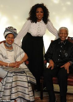 Oprah with Nelson Mandela and his wife Graca Machel Xhosa Attire, African Attire, African Wear, African Fashion Dresses, African Dress, African Fashion Traditional, Traditional Outfits, Nelson Mandela, Afrique Art