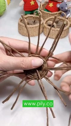 Diy Crafts For Home Decor, Diy Crafts Hacks, Diy Crafts For Gifts, Jute Crafts, Newspaper Crafts, Paper Crafts Origami, Rattan Basket, Miniature Crafts, Basket Weaving