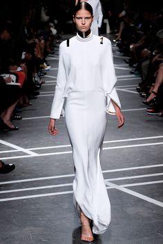 Givenchy Parigi - Collections Fall Winter - Shows - Vogue. White Fashion, French Fashion, Love Fashion, Fashion Show, Fashion Design, Young Fashion, Future Fashion, Style Fashion, Review Fashion