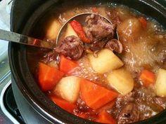 燉牛腩 Chinese Food, Pot Roast, Beef Recipes, Cooking, Ethnic Recipes, House, Ideas, Carne Asada, Meat Recipes